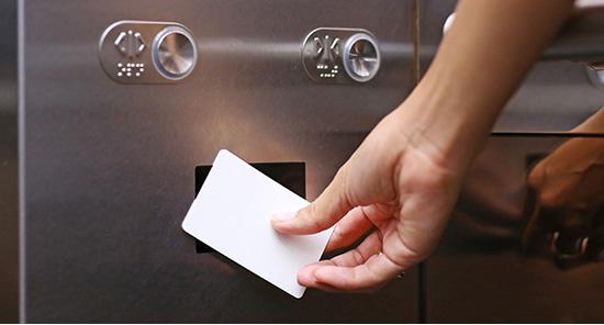 エレベーターを非接触キーに
