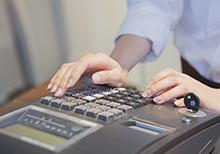 閉店後に積算業務を行うことが多く狙われる原因となる